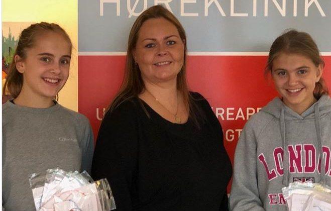 Piger samler ind til Knæk Cancer for at hjælpe kræftramte